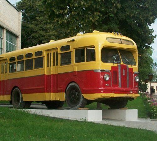 Автобус_ЗИС_в_Глухове_cropped